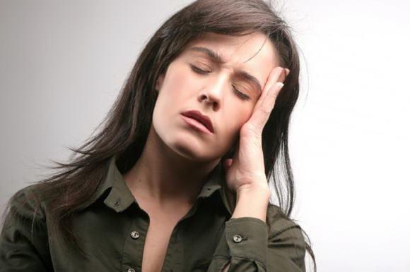 Провокатором мигнрени может выступать падение уровня эстрогенов перед началом менструации