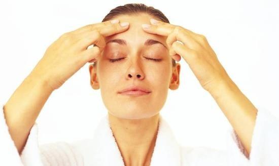 Массажные движения при боли в области лба
