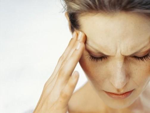 Провокатором развития приступа мигрени может быть падение уровня эстрогенов в позднюю лютеиновую фазу