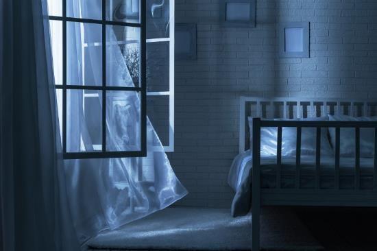 Проветривание комнаты - необходимая процедура для здорового сна