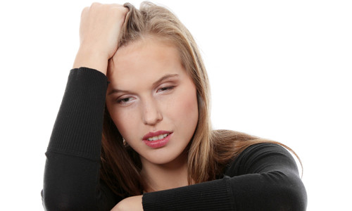 Стресс вызывает головную боль во лбу