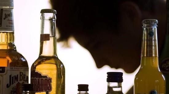Головные боли после отравления алкогольными напитками