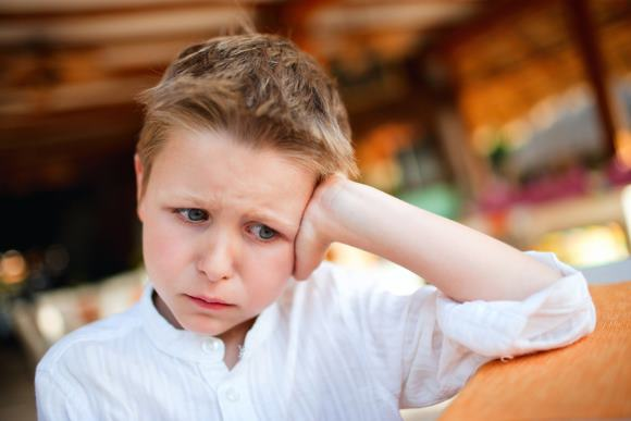 Мальчик страдает гемикранией