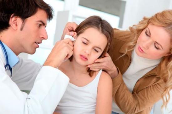 При хронических отитах головная боль носит ноющий характер