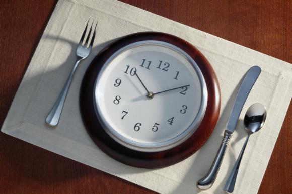 Регулярное и полноценное питание способствует уменьшению приступов мигрени