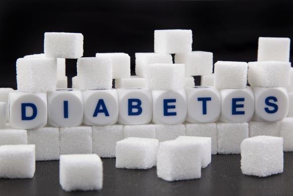 Для снижения уровня сахара плюс к основному лечению можно добавить и народные средства