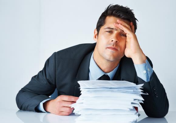 У мужчины появилась головная боль от перенапряжения
