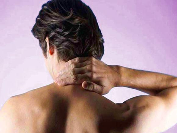 Одна из причин болей в затылке - это шейный остеохондроз