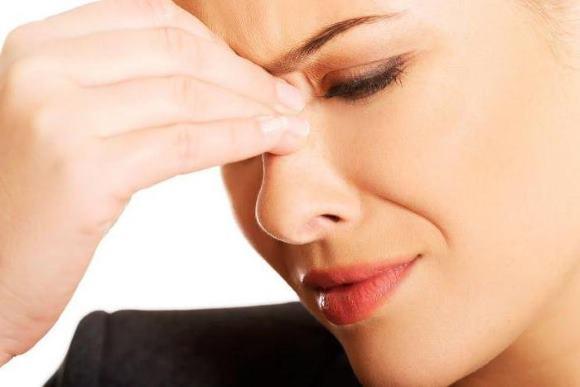 Головная боль при воспалении лобной пазухи давящая, распирающая