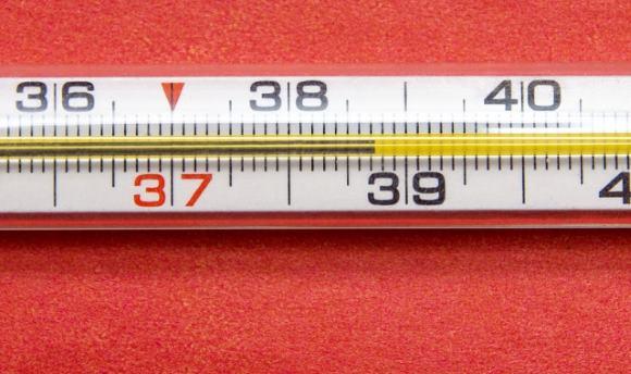 Для снижения температуры могут быть использованы как лекарства, так и физические методы охлаждения