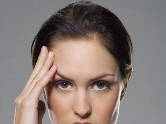 Мигрень характеризуется приступом боли в одной половине головы