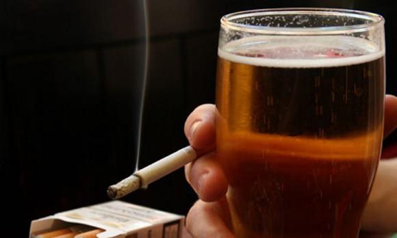 Курение и алкоголизм повышают вероятность возникновения инсульта