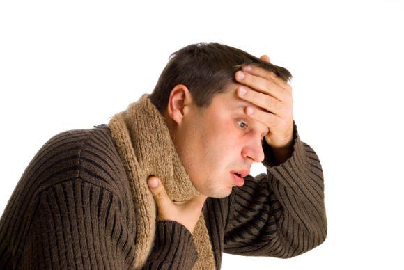 Ангина сопровождается повышением температуры и цефалгией