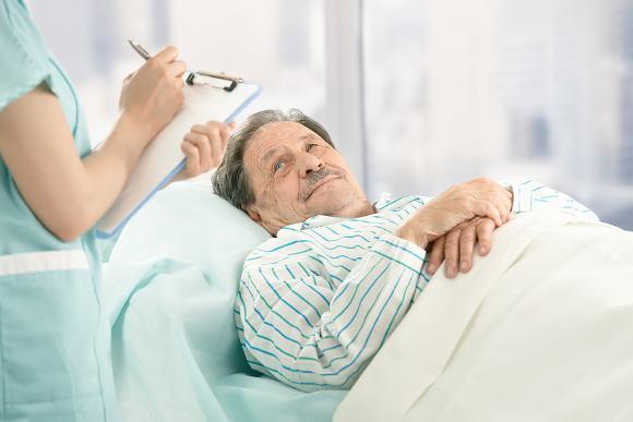 Прикованный к постели больной после инсульта