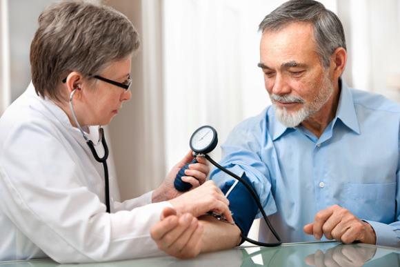 Контролировать давление крови необходимо всем диабетикам