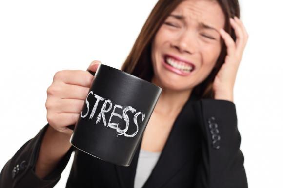 Одна из причин, по которой возникает пульсация в голове - это стресс
