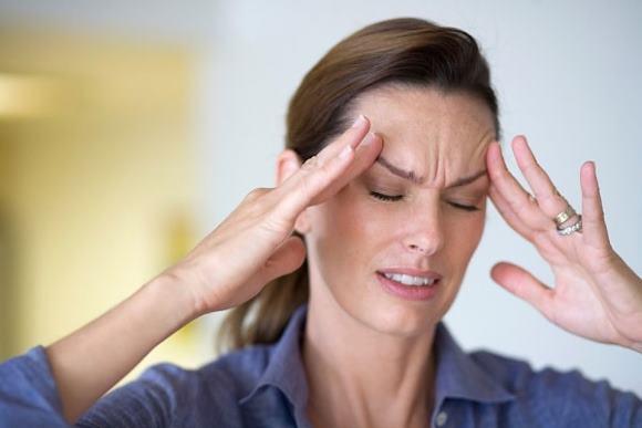 Головная боль в области висков может сопровождаться пульсацией