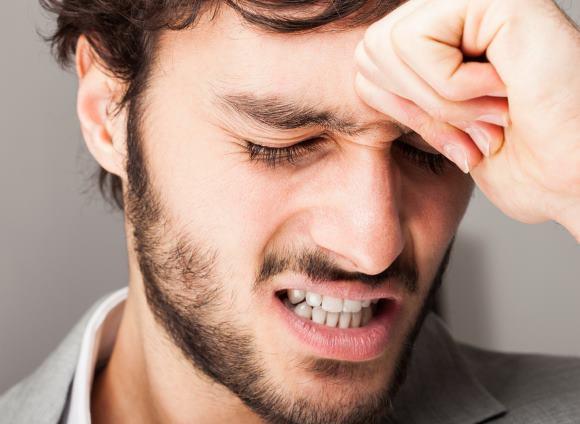 Геморрагический инсульт почти всегда сопровождается резкой и очень сильной головной болью