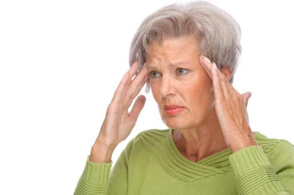 У пожилой женщины цефалгия