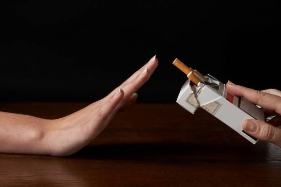 Курение - известный фактор риска, который способствует и значительно увеличивает вероятность разивитя ОНМК