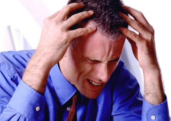 Один из симптомов внутримозговой гематомы - это головная боль