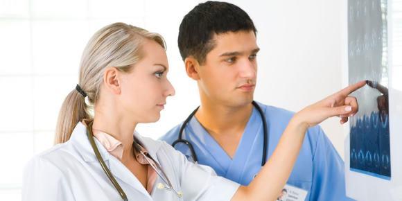 Прогноз для жизни и восстановления пациента определяется сочетанием адекватных общих и специфических мероприятий в первые дни заболевания