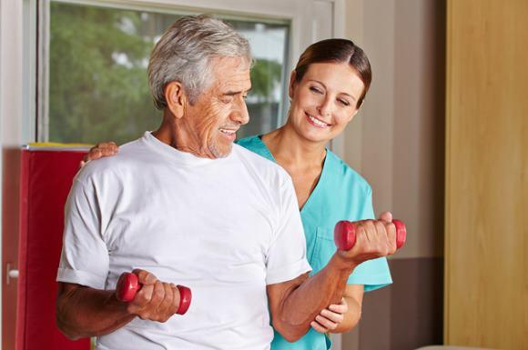 Ключевую роль в реабилитации пациентов, перенесших ОНМК, играет восстановление двигательных функций