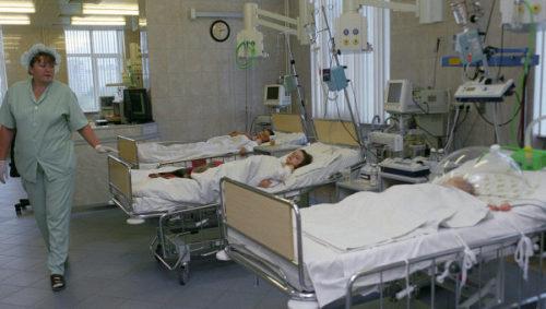 Дети в палате интенсивной терапии после инсульта