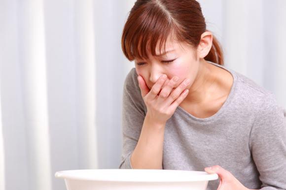 Отличием рвоты при менингитах является то, что она не связана с принятием пищи