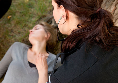 Первая помощь при инсульте у женщин