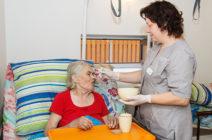 Кормление лежачих пациентов после инсульта