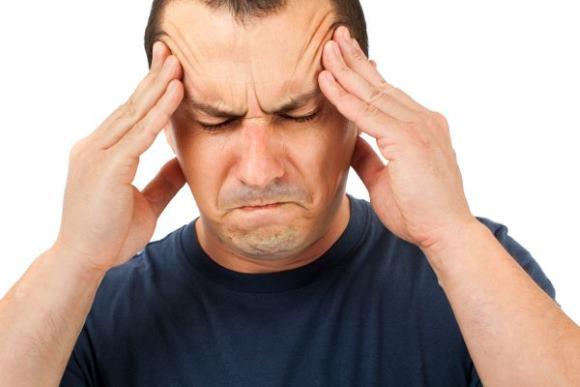 Один из симптомов - практически непереносимая цефалгия