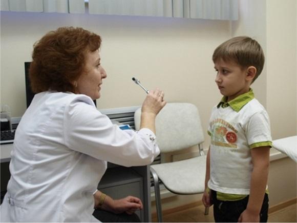 Мальчик на приеме у невролога