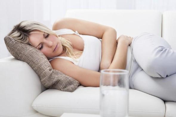 Головная боль у женщины во время менстрруации