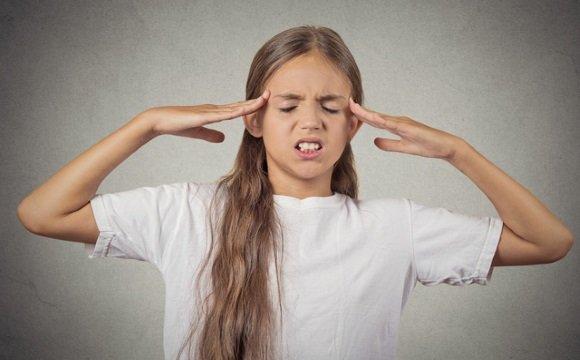 Девочка-подросток страдает вегето-сосудистой дистонией