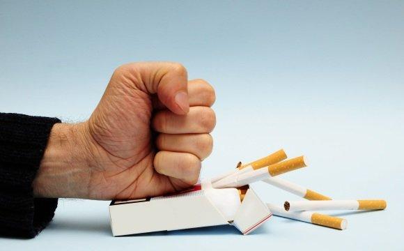 Людям, страдающим ВСД, рекомендуется бросить курить