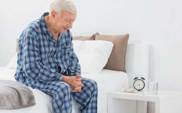 Изголовье кровати необходимо приподнять