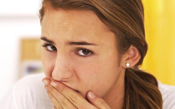 У девушки сухость во рту