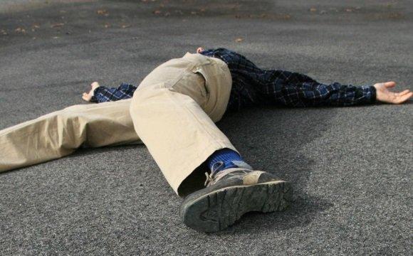 Мужчина упал в обморок на улице
