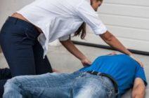 Как правильно оказать первую помощь при обмороке?