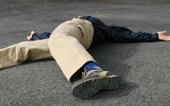 Мужчина упал в обморок