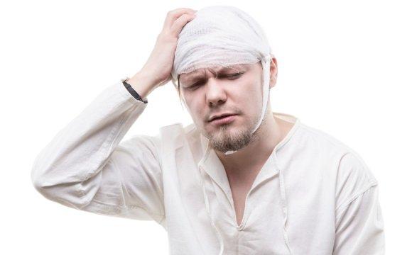 У мужчины черепно-мозговая травма